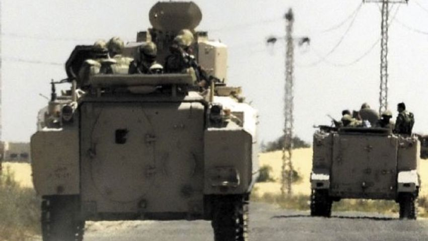 مدرعة للجيش تطلق النار في الهواء ببني سويف