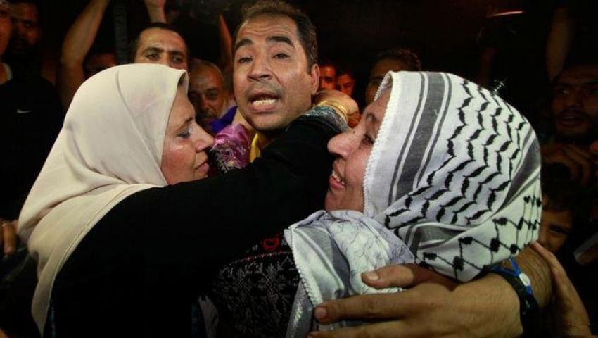 إسرائيل تسمح لـ65 فلسطينيا من أهالي أسرى غزة بزيارتهم