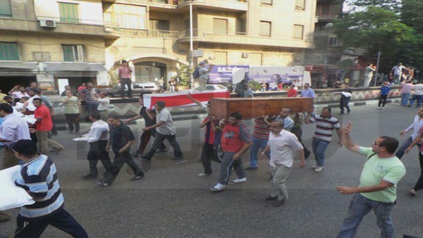 مسيرة تحمل نعشين فارغين تنضم لاعتصام النهضة