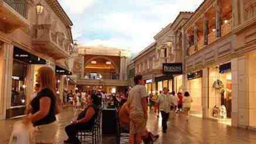 الجارديان: قطر تدعو لاحتشام السياح قبل مونديال 2022