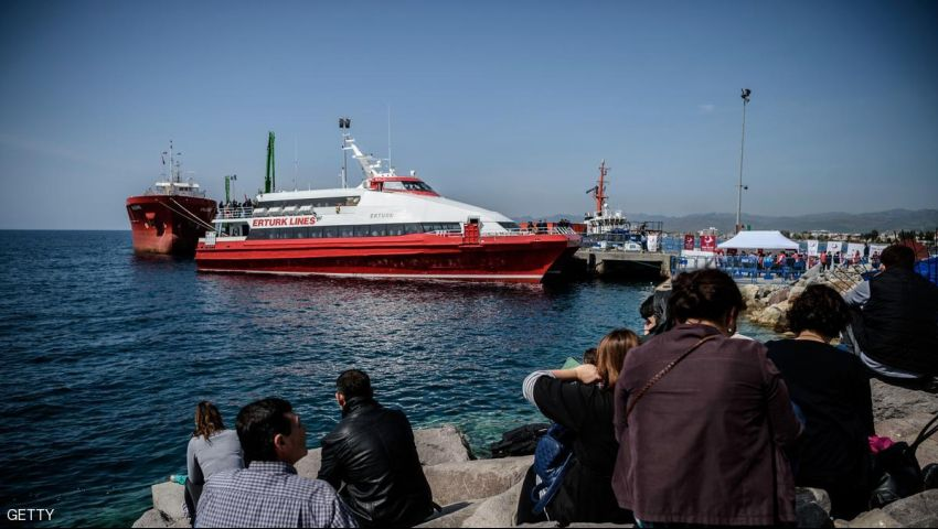 اليونان تعلق ترحيل اللاجئين إلى تركيا