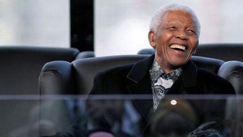 غناء وزهور لمؤازرة مانديلا في مشفاه