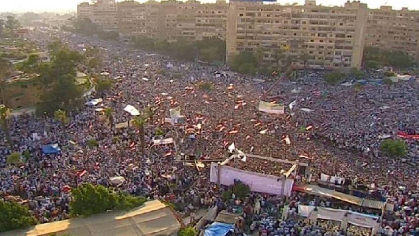 الجيش يخلي ميدان رابعة العدوية من المؤيدين لمرسي