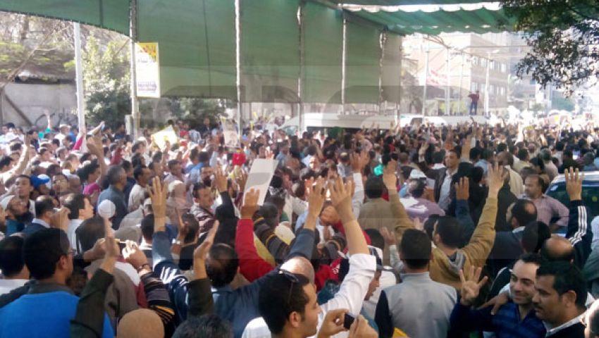 بالصور.. الآلاف من رافضي الانقلاب في مسيرة بالزيتون