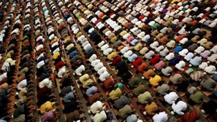 شيخ عموم المقارئ المصرية يؤم مؤيدي مرسي في التراويح