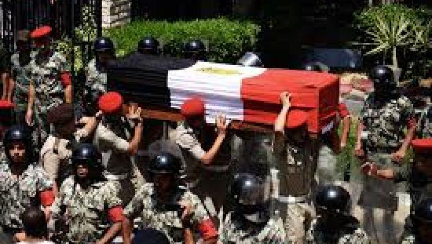 محافظ الإسماعيلية يقف دقيقة حدادا على ضحايا الشرطة