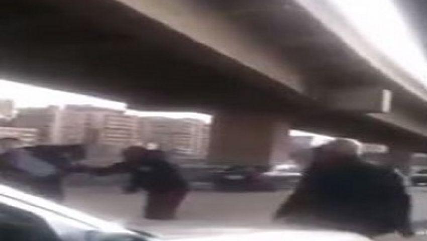 بالفيديو..أمين شرطة يعتدي على أستاذ جامعي بالقاهرة