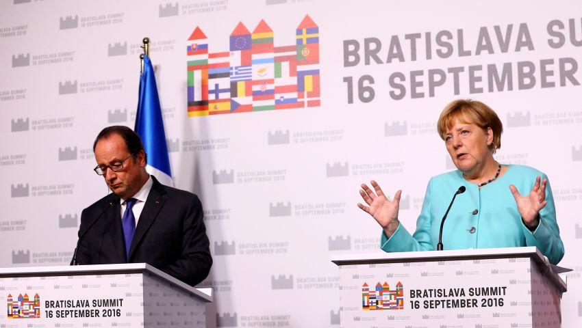 أولاند وميركل يتعهدان العمل من أجل إنجاح الاتحاد الأوروبي
