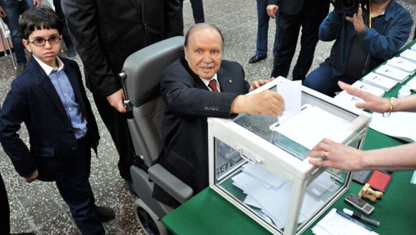 بالكرسي المتحرك.. بوتفليقة يحكم الجزائر للمرة الرابعة