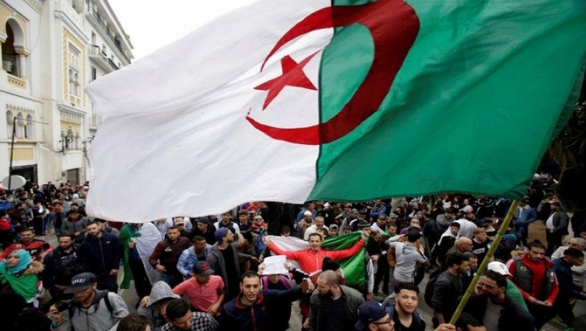 700 سياسي جزائري يرسمون رؤية الخروج من الأزمة الانتخابية