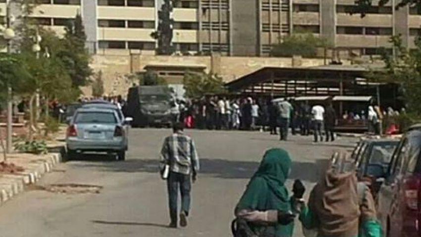 الأمن يعتدي على طالبات الأزهر.. وانقطاع خدمات الإنترنت