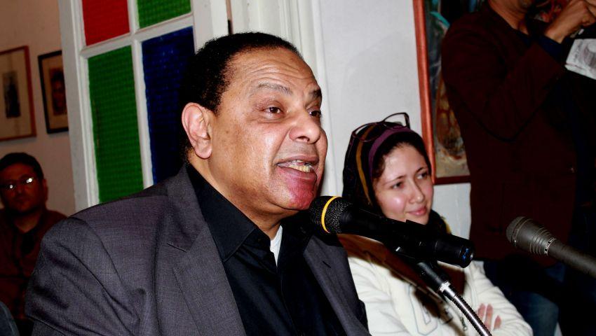 الأسواني: محاكمة مبارك كانت للتهدئة.. وظهور أمثال عكاشة للسيطرة