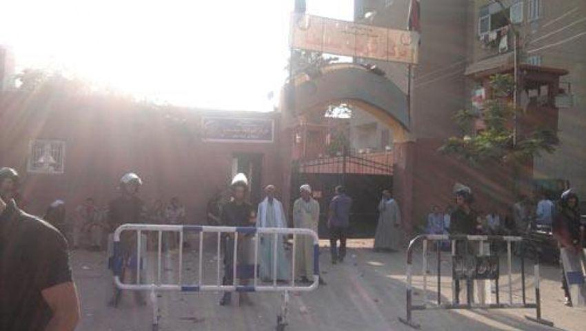 أمناء شرطة يغلقون قسم سمسطا