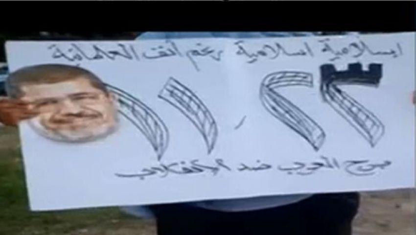 فيديو.. سلسلة بشرية ببرج العرب: تسلم الأيادي ليه!