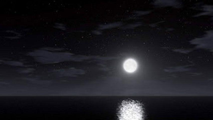 فلكيون: قمران كانا يدوران حول الارض ثم التحما