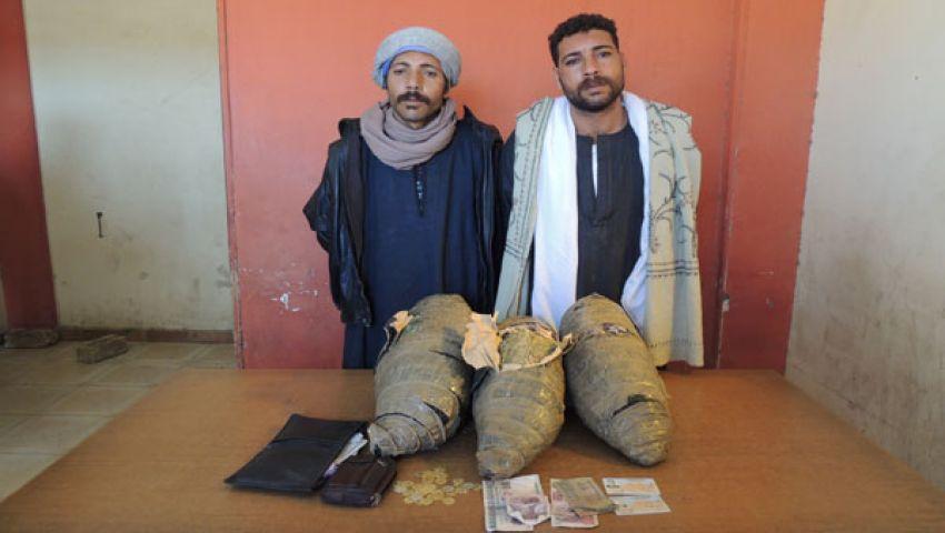 القبض على عاطلين بحوزتهما بانجو وعملات معدنية بالفيوم