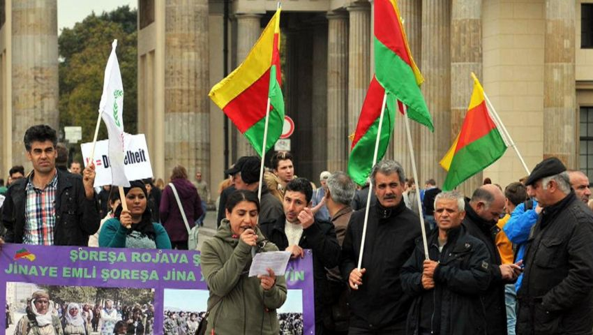 فرنسا.. آلاف الأكراد يتظاهرون للمطالبة بالإفراج عن أوجلان
