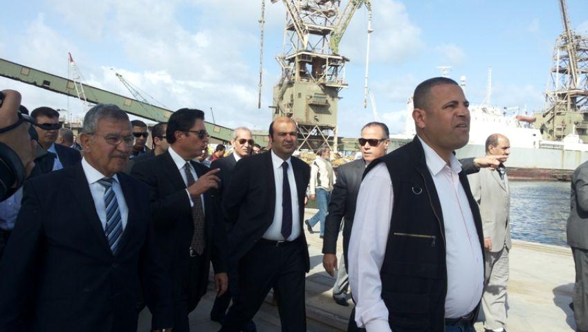 بالصور.. وزير التموين يتفقد صوامع القمح وأرصفة الزيوت بميناء الإسكندرية