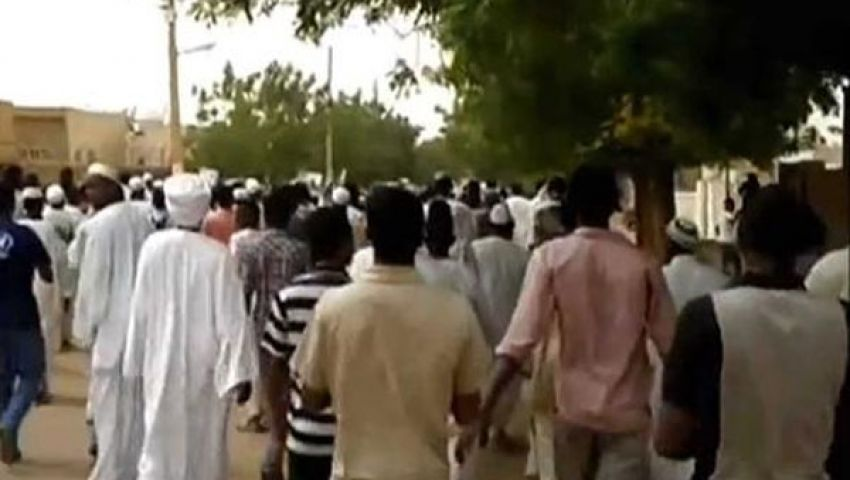 وقفة احتجاجية للتيارات الإسلامية السودانية تضامنًا مع مرسي