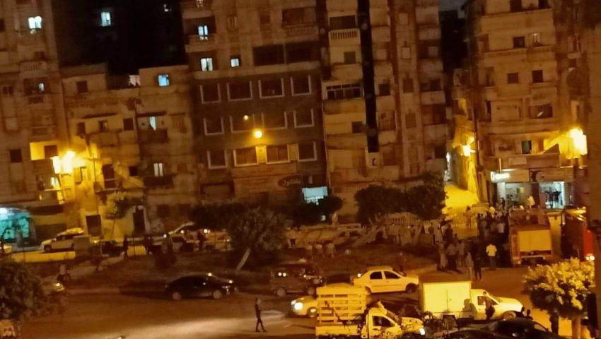 انهيار جزئى بعقار من 17 طابقاً بالإسكندرية.. وإخلاء 3 عمارات مجاورة
