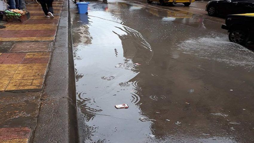 أواخر الشتاء.. الأمطار تغرق شوارع الإسكندرية وانهيار أجزاء من عقار بالجمرك