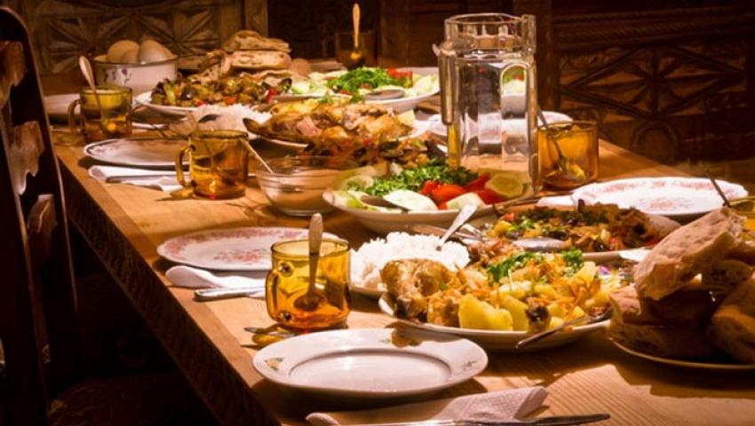 فيديو| طولها 3 آلاف متر.. انطلاق أطول مائدة إفطار في العالم بالعاصمة الإدارية
