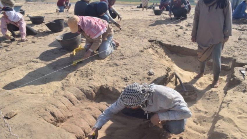بالصور| أول مدرسة حفائر تكتشف بيتا أثريا من العصر البطلمي