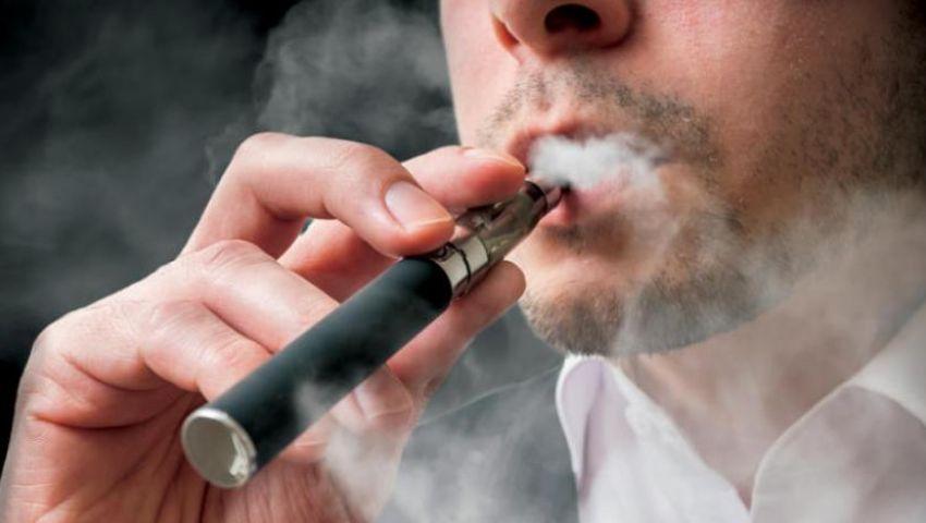 السجائر الإلكترونية.. هل تزيد من خطورة كورونا؟