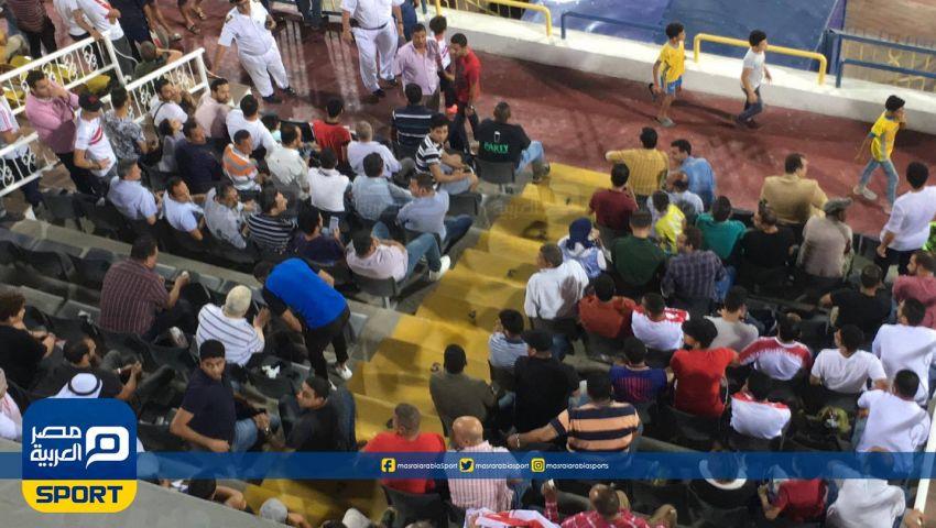 شاهد |  مرتضى منصور يعطي تعليمات فنية أثناء مباراة الزمالك والاتحاد