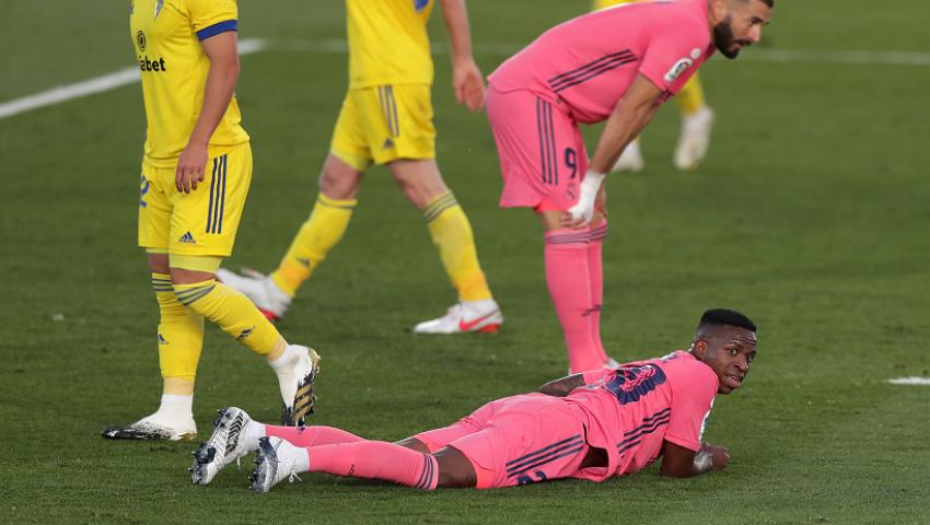 فيديو| ريال مدريد يسقط أمام قادش قبل مواجهة برشلونة