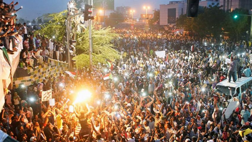 المهنيين السودانيين.. تجمع اقتلع نظام البشير
