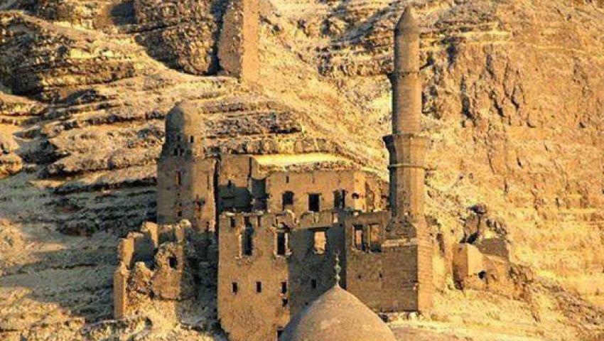 «مسجد الخلواتي» على سفح المقطم.. الإهمال يهدد الجبل «اللي ما هزه ريح»