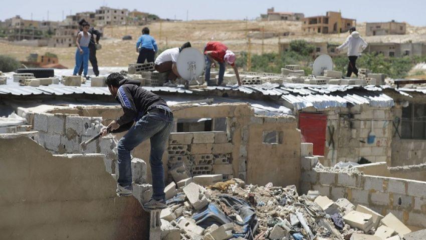 جارديان: في لبنان.. السوريون مجبرون على هدم منازلهم بأيديهم