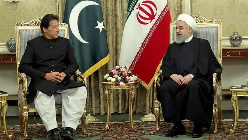 الفرنسية: خان في إيران.. هل تنجح جهود باكستان لخفض التوتر في الخليج؟