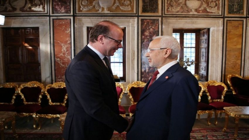 دعوات النهضة لحكومة جديدة تشعل الصراع السياسي في تونس