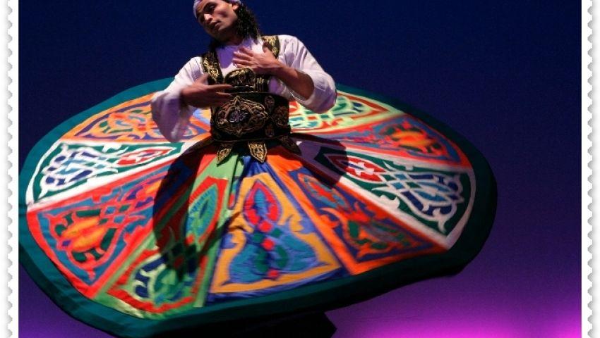 التنورة..رقصة روحية سابحة في الفضاء