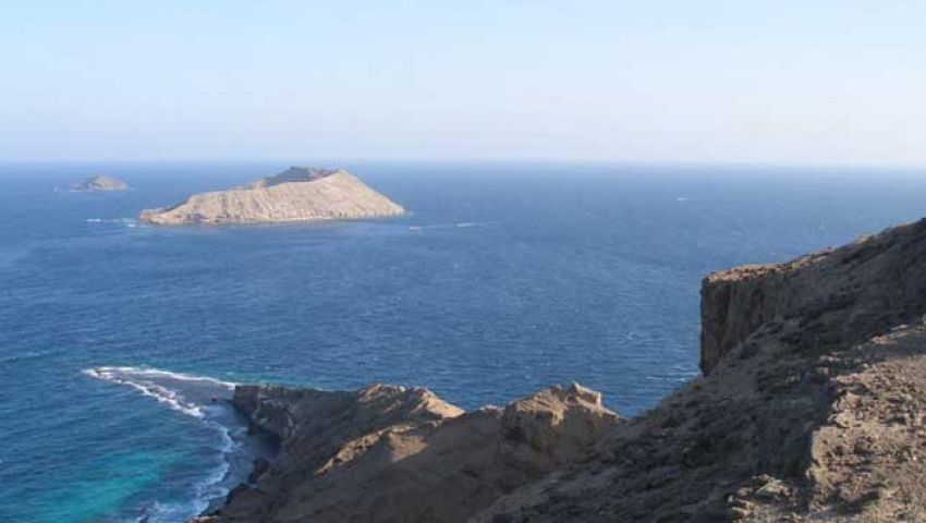 معاريف: الحوثيون يهددون قناة السويس