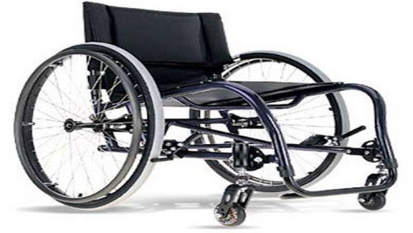 امرأة تسعى للإصابة بالشلل