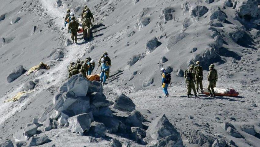 ارتفاع ضحايا بركان اليابان إلى 48 قتيلا