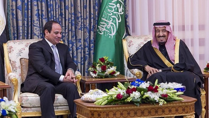 الرئيس يرحب بالعاهل السعودي خلال زيارته لمصر