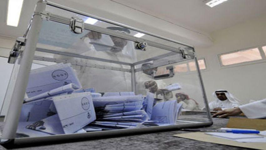 الكويتيون يتوجهون إلى مراكز الاقتراع لانتخاب برلمان جديد