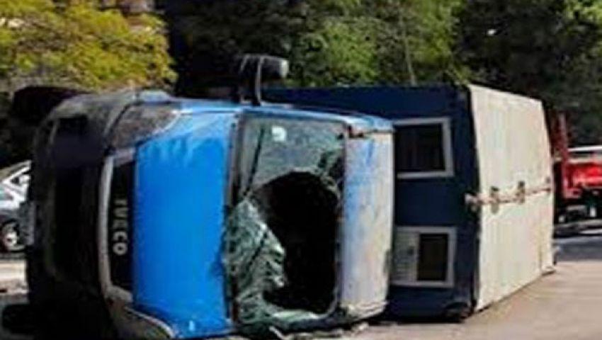 مصرع مجند وإصابة 5 في انقلاب سيارة ترحيلات ببني سويف