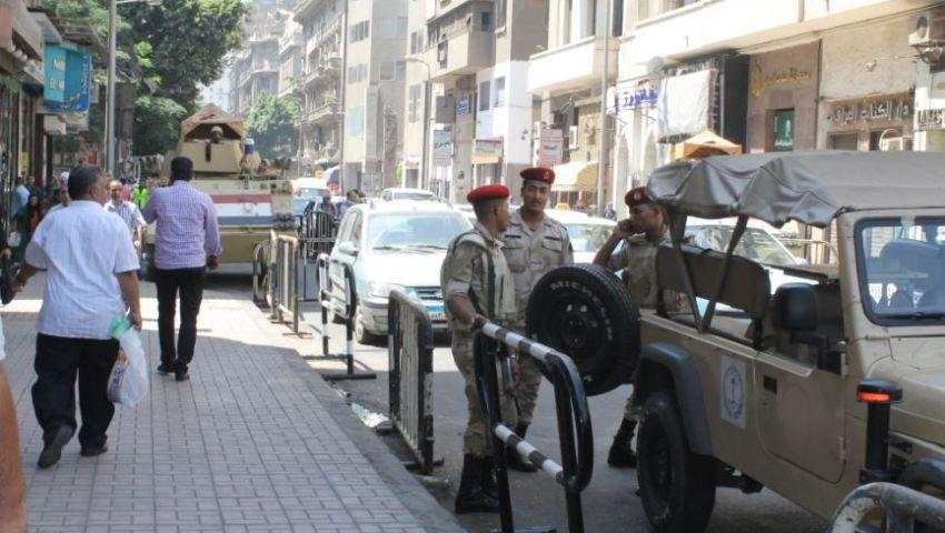 الباعة الجائلون بشارع قصر النيل يفترشون الرصيف ويهددون بالاعتصام