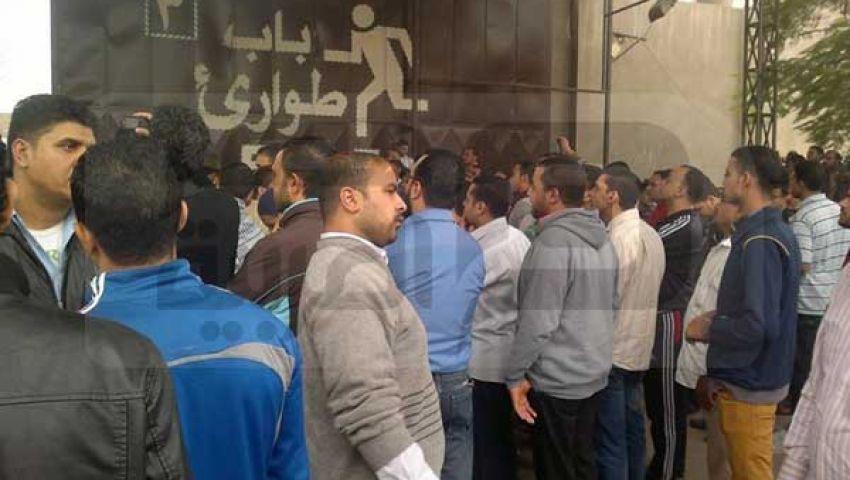 عمال كريستال يهددون بنقل اعتصامهم لمجلس الوزراء