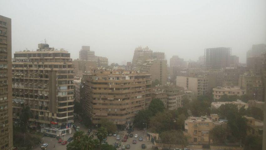 صور| عاصفة ترابية تجتاح القاهرة