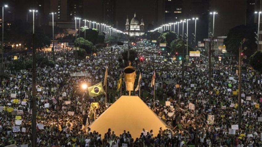 آلاف البرازيليين يشاركون فى إضراب عام