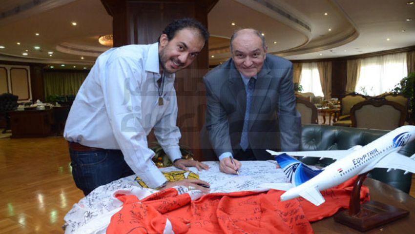 بالصور.. وزير الطيران يلتقي الرحالة حجاجوفيتش