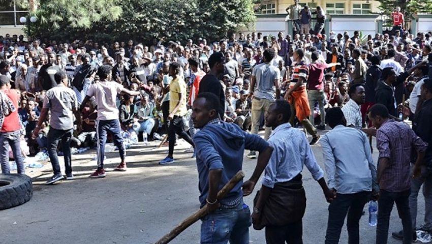 احتجاجات واسعة في إثيوبيا بسبب اغتيال مغن.. والحكومة تقطع الإنترنت