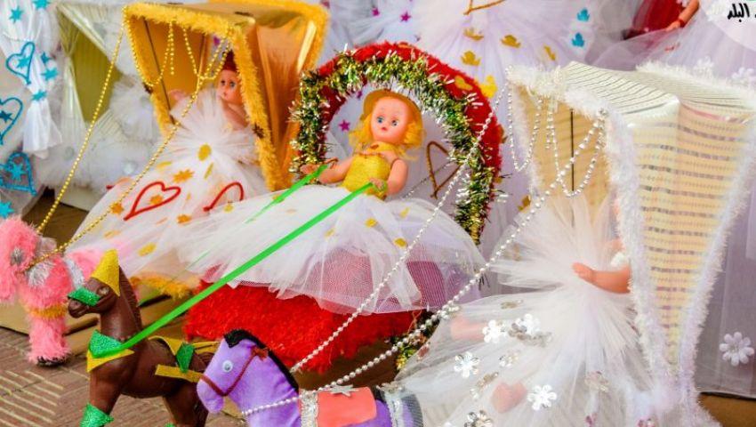 صور| تبدأ من 150 جنيهًا.. عروسة الخشب و«الليزر»  آخر تقاليع هدايا المولد النبوي