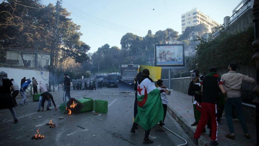 بعد تصاعد الأزمة بالجزائر.. 46 منظمة تدعو الجيش للحوار